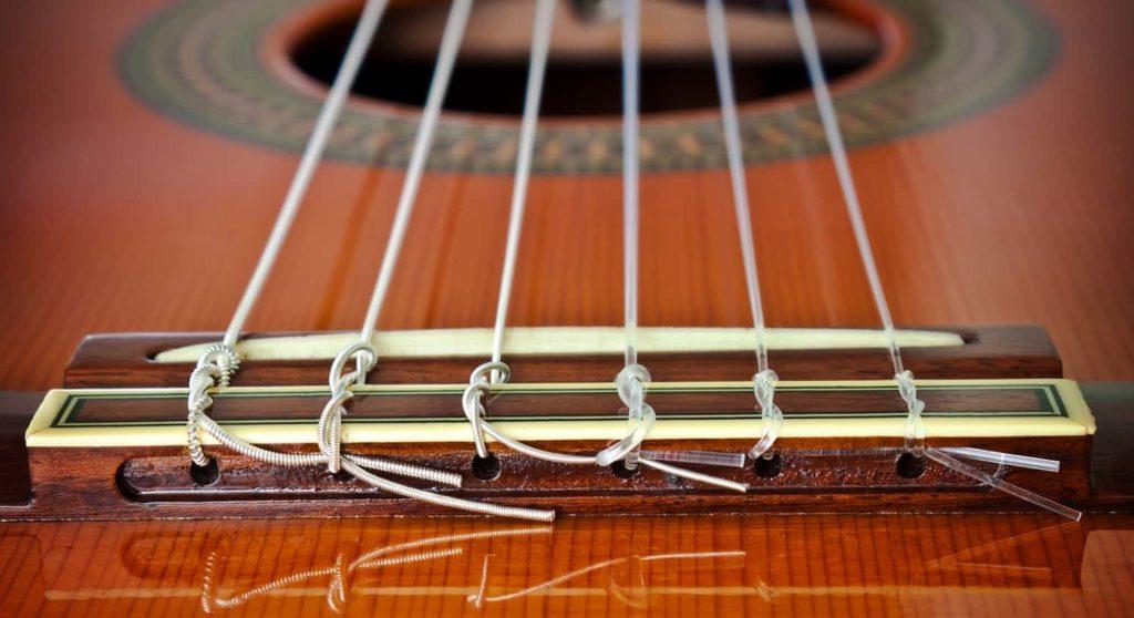 violão cordas de nylon no detalhe